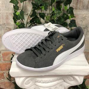 NWT PUMA Ladies Vikky Suede Sneaker Grey